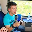 Във влака той си взе микрофона на Нова телевизия и направи кратко обобщение на празника и колко много обича учителите си и телевизията
