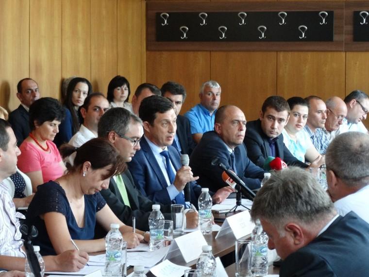 Конкретни отговорности между заинтересованите страни беше основната тема на проведената кръгла маса за интегрирания жп транспорт на регионално и градско ниво