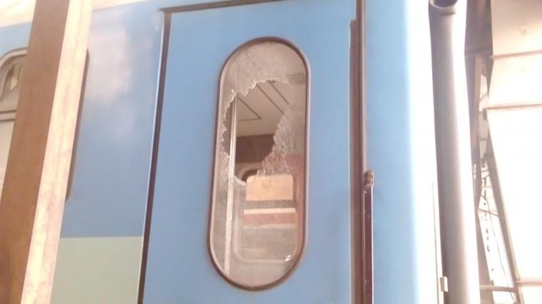 Момиче пострада от хвърлен камък по влак