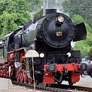 """Парният локомотив № 16.27 е произведен през 1948 г. във """"Wiener Lokomotivfabrik Floridsdorf"""", Австрия, с фабричен № 17632. По-голямата част от експлоатационния му живот преминава по жп участъка Горна Оряховица – Стара Загора. Неговата максимална конструктивна скорост е 80 км/ч. Интересен факт за локомотив 16.27 е това, че машината е възстановена в оригиналния си """"немскo/австрийски"""" (DR/ÖBB) вид като цветово решение, със снегоочистителен плуг, димоповдигащи щитове (крила) и други елементи. Освен 16.27 за момента в Европа има запазена за движение още една машина от този тип, която се намира в Люксембург."""