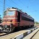Локомотивът на нощния влак Варна-Пловдив след възникналата ситуация.