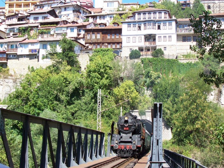 БДЖ организира атракционни пътувания с парен локомотив между София и Банкя