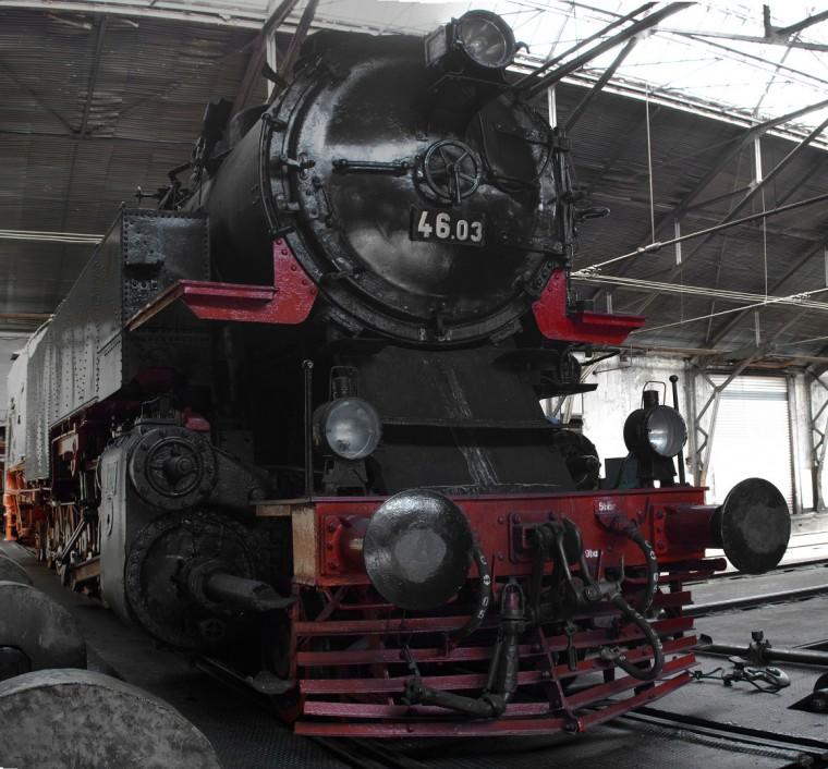 Парен локомотив 46.03
