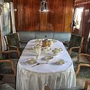 """Първокласният вагон-салон № 050-1 е произведен през 1938 г. в """"Linke Hoffman Werke-Breslau"""", Германия и е личен вагон за пътуванията на Цар Борис ІІІ. Този вагон разполага със служебна кабина с 1 легло, 4 кабини с по 2 легла, 2 кабини с две спални с по едно легло и общ санитарен възел, салон с 11 места (за срещи, съвещания, хранене) и склад. Вагон-салон № 050-1 е със запазено луксозно обзавеждане, като специалните ламперии и дамаски са автентични."""