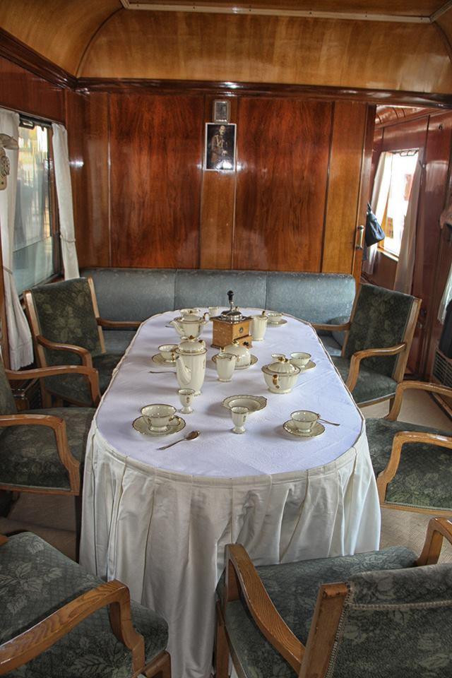 """Атракционен влак с парен локомотив и вагон от """"Корона експрес""""  ще пътува между София и Кюстендил"""