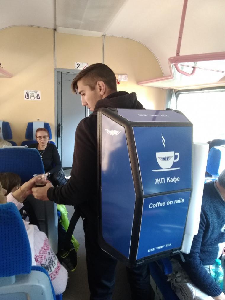 """БДЖ изненада приятно пътуващите в атракционния влак с новата услуга """"ЖП кафе"""""""