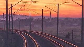 Въведени ограничения в скоростта на влаковете поради високите температури