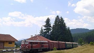 Специалният туристически влак по теснолинейката ще пътува още две поредни съботи