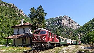 Билетите за специалния туристически влак по теснолинейката вече са в продажба