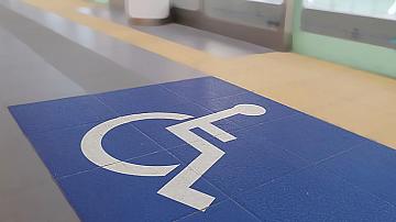 Безплатни билети на хора с увреждания се издават само срещу удостоверение за инвалидност, валидно за периода на пътуване