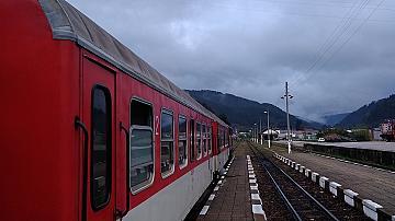 Временно се спира движението на двата крайградски влака Разлог-Добринище-Разлог