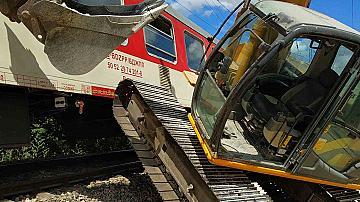 Багер предизвика инцидент с бърз влак от Варна за София