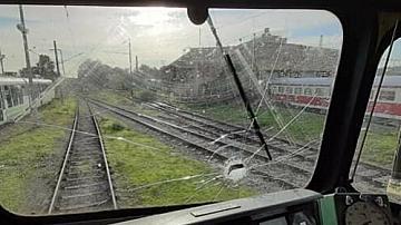 Машинист беше ранен след пореден случай на хвърлени камъни по влак в движение