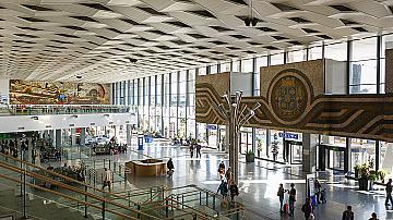 Влаковете през Централна гара София се движат със закъснение поради възникнала повреда в контактната мрежа