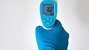 Клиенти на БДЖ се проверяват с безконтактни термометри