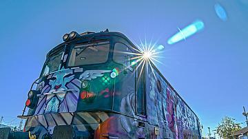 Уникалният арт локомотив отпътува от София за Бургас